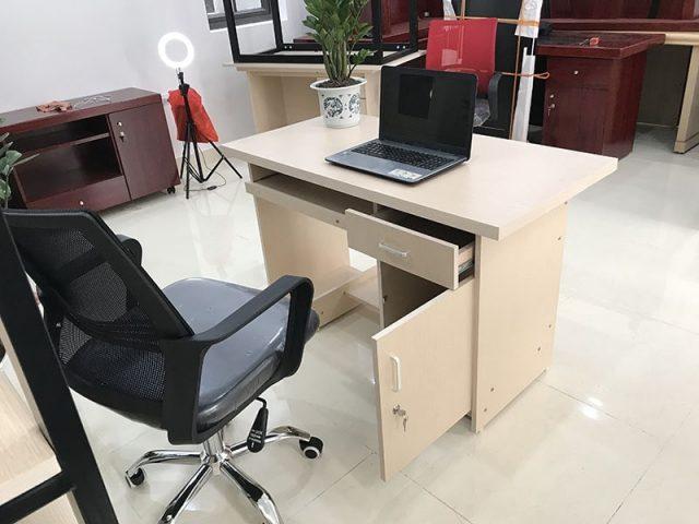 Mẫu bàn ghế có hộc tủ giúp tiết kiệm không gian để đồ