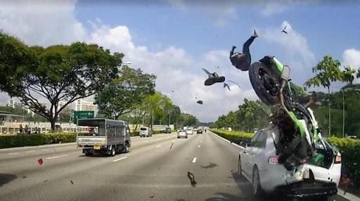 Đi xe máy gặp tai nạn ngay cả trong mơ cũng không tốt chút nào